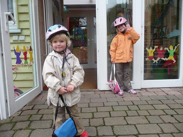 holčičky před školkou