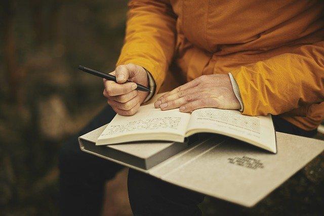 psaní do knihy