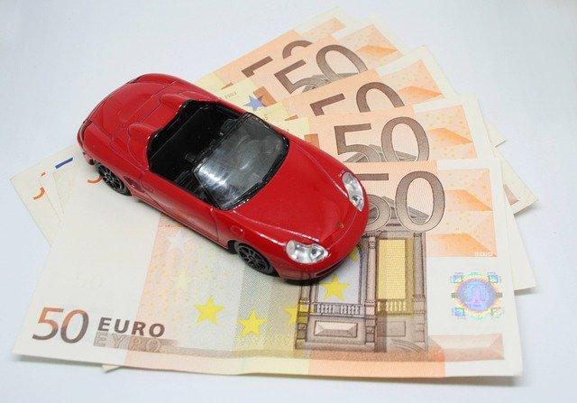 auto a peníze