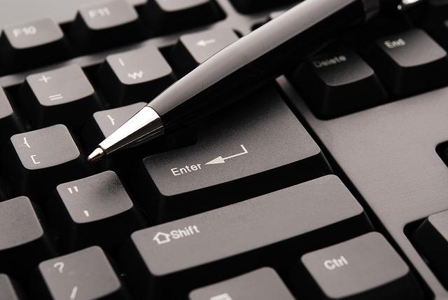 Pero na klávesnici